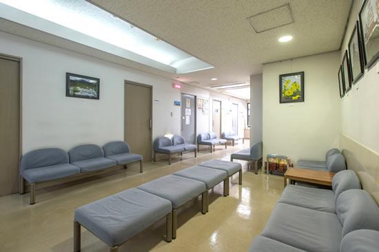 診療所待ち合い所